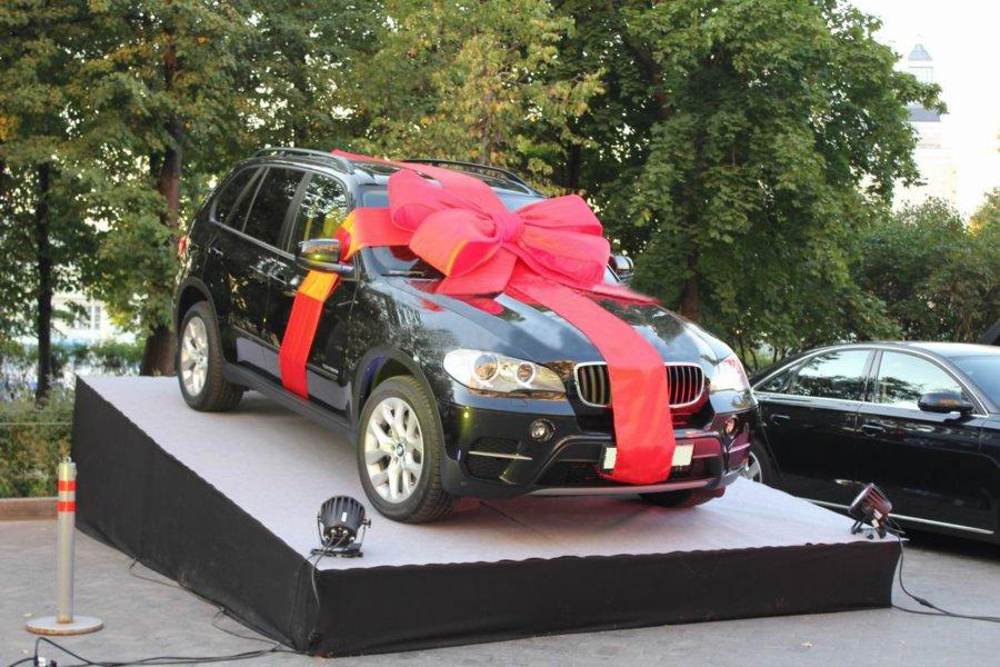 К чему снится машина красного цвета в подарок 11