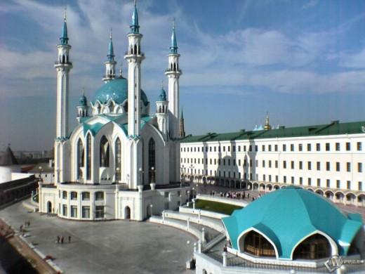 Стройные минареты мечетей